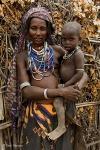 Madre e hijo de la etnia Dasanech, © Carlos Manzano (http://www.carlosmanzano.net)