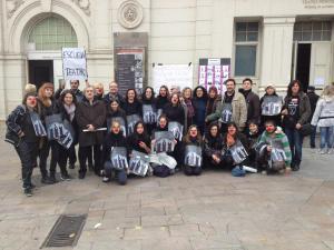 Escuela Municipal de Teatro de Zaragoza: algunos alumnos y profesores, junto a parte del personal de Teatro Principal, reivindicando la oficialización de la Escuela de Teatro de Zaragoza