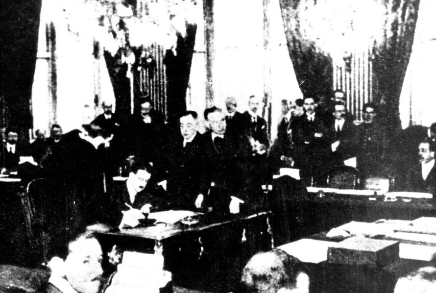 Firma del Tratado de Versalles, 28 de junio de 1919. Salón de los Espejos.